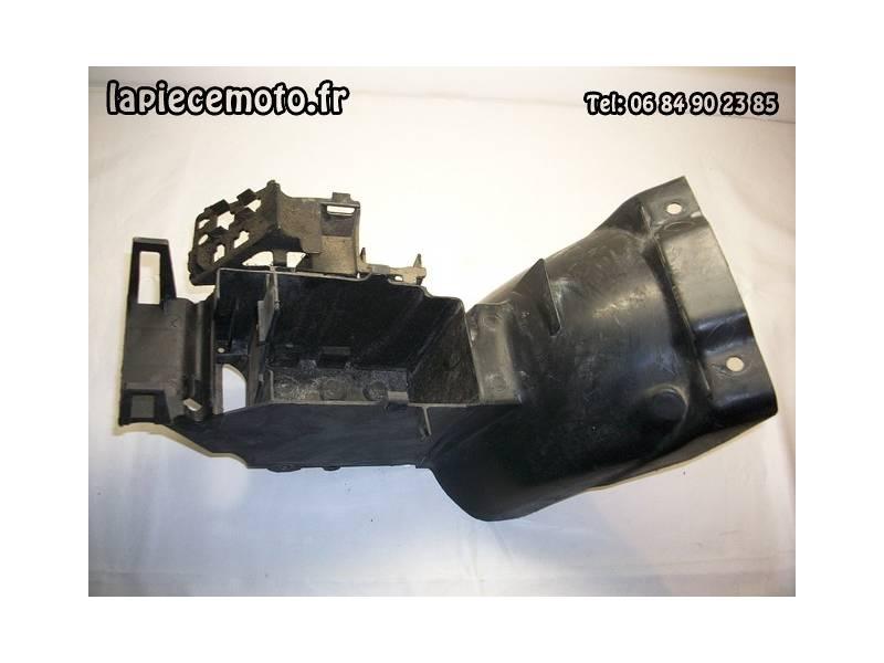 Passage de roue arrière, support batterie  HONDA 750 VFC RC28
